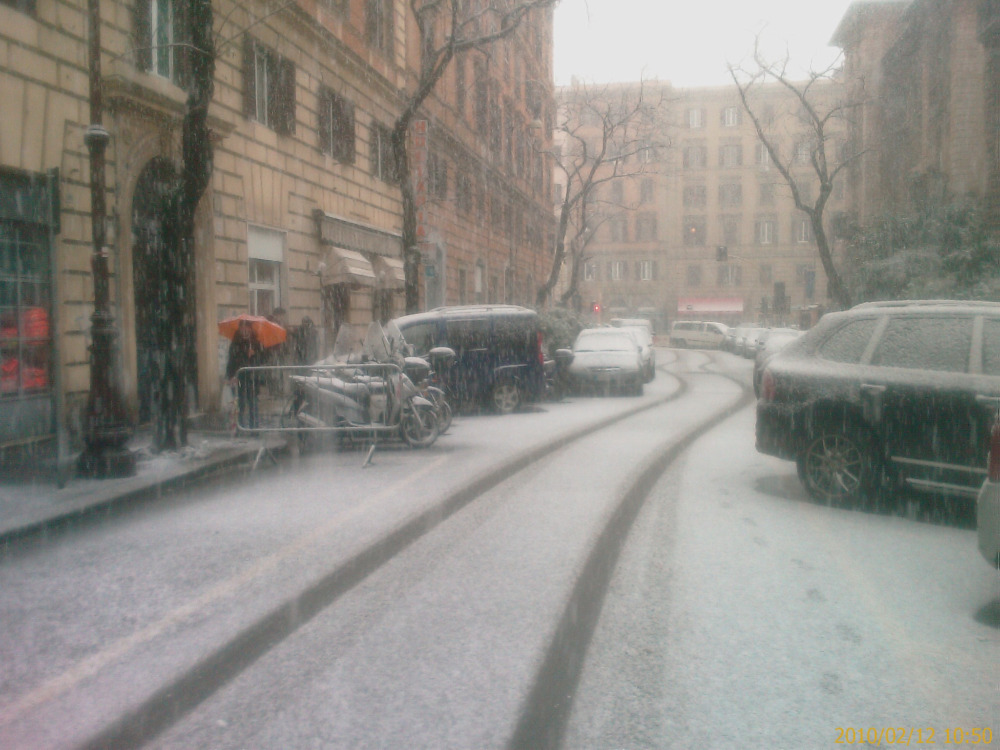 It also snows in Rome, Italy