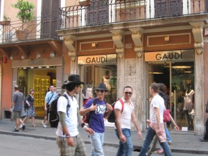 Rome shopping - Walking along Via del Corso