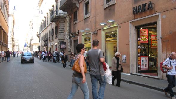 Shopping in rome via del corso browsingrome for Bershka roma via del corso