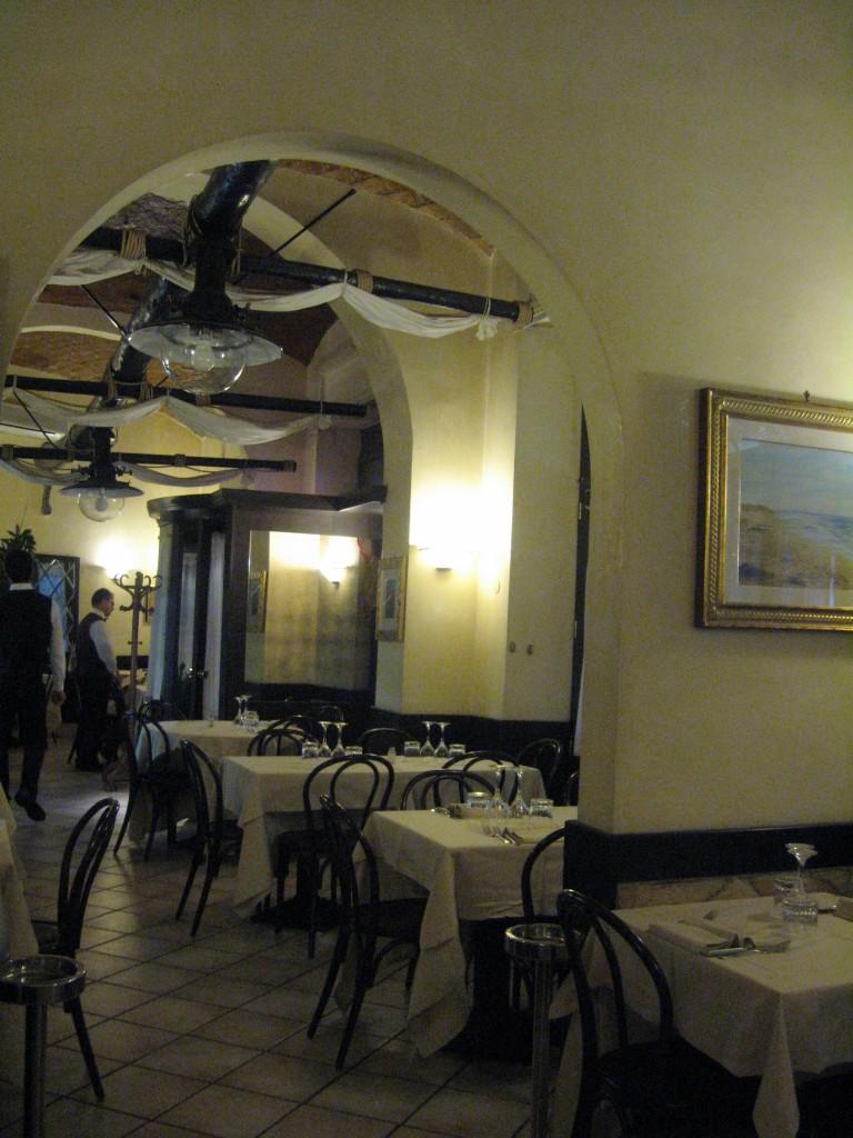 Restaurant in Rome: Interior of L'Antico Porto