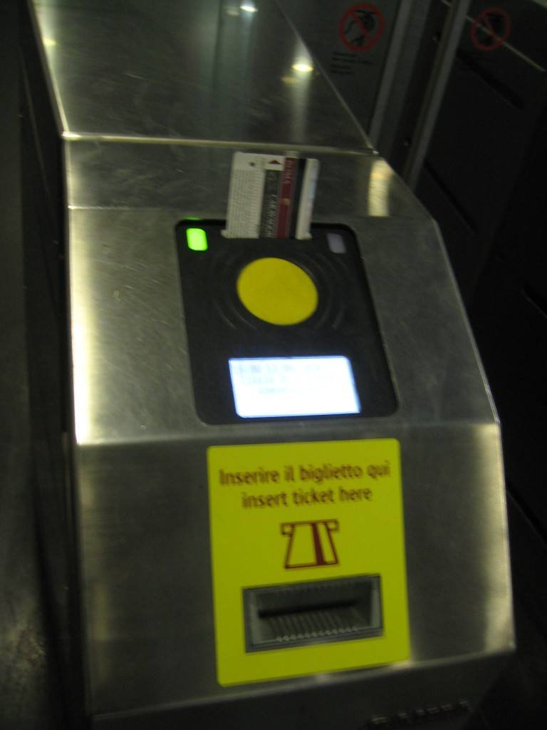 Public Transport in Rome - Validate Tickets - Take Ticket