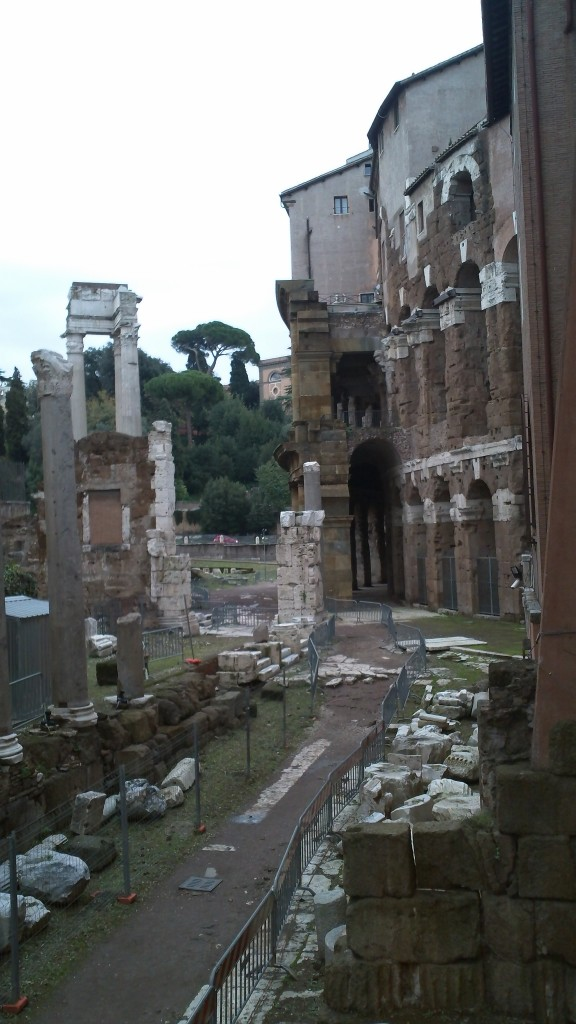 Attraction in Rome: Teatro Marcello - Columns