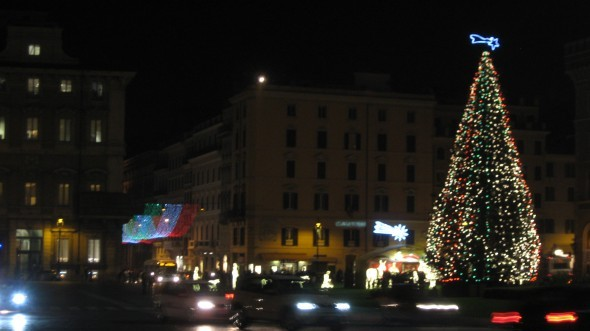 BR Briefs: Christmas Tree in Piazza Venezia