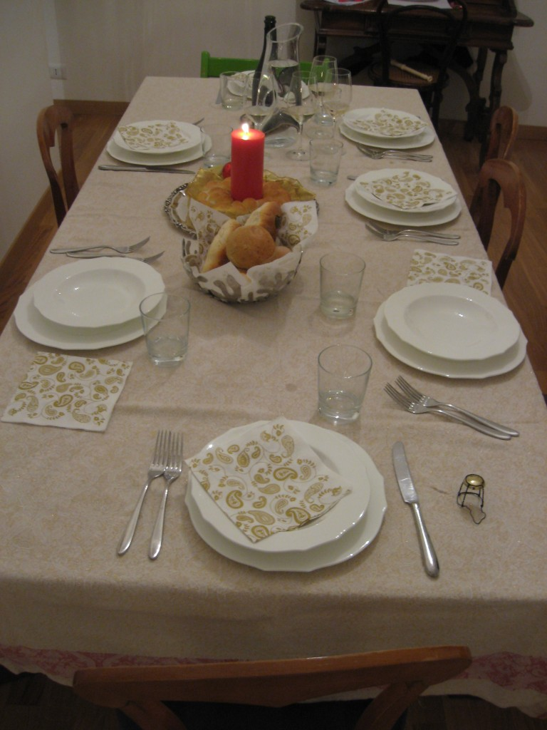 Christmas in Rome: Simple Table Setting