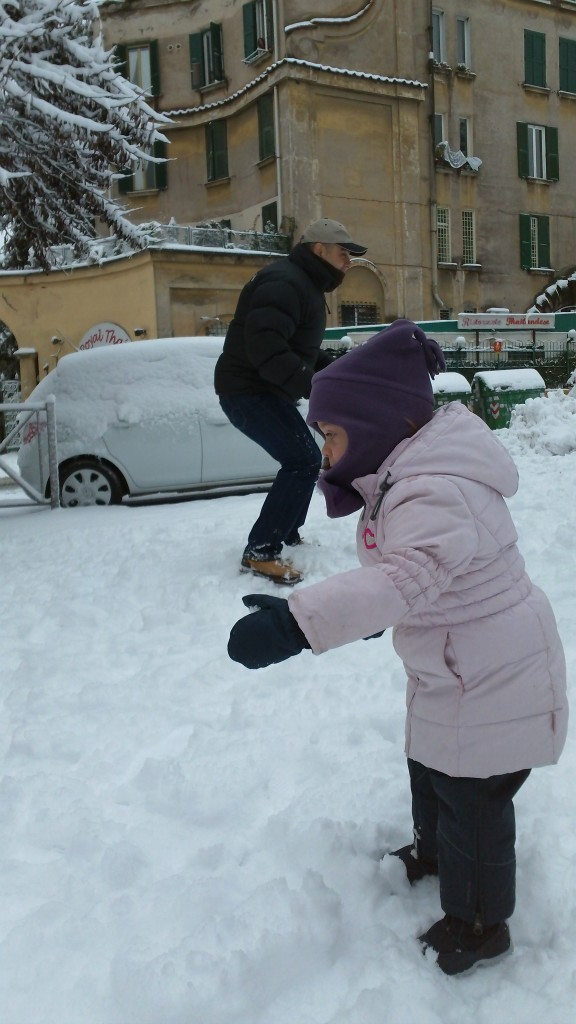 Snow in Rome 2012: Adults and Children