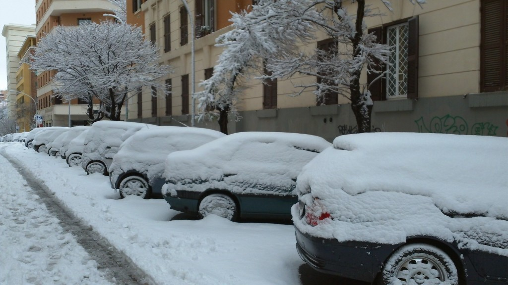 Snow in Rome 2012: Cars covered in snow