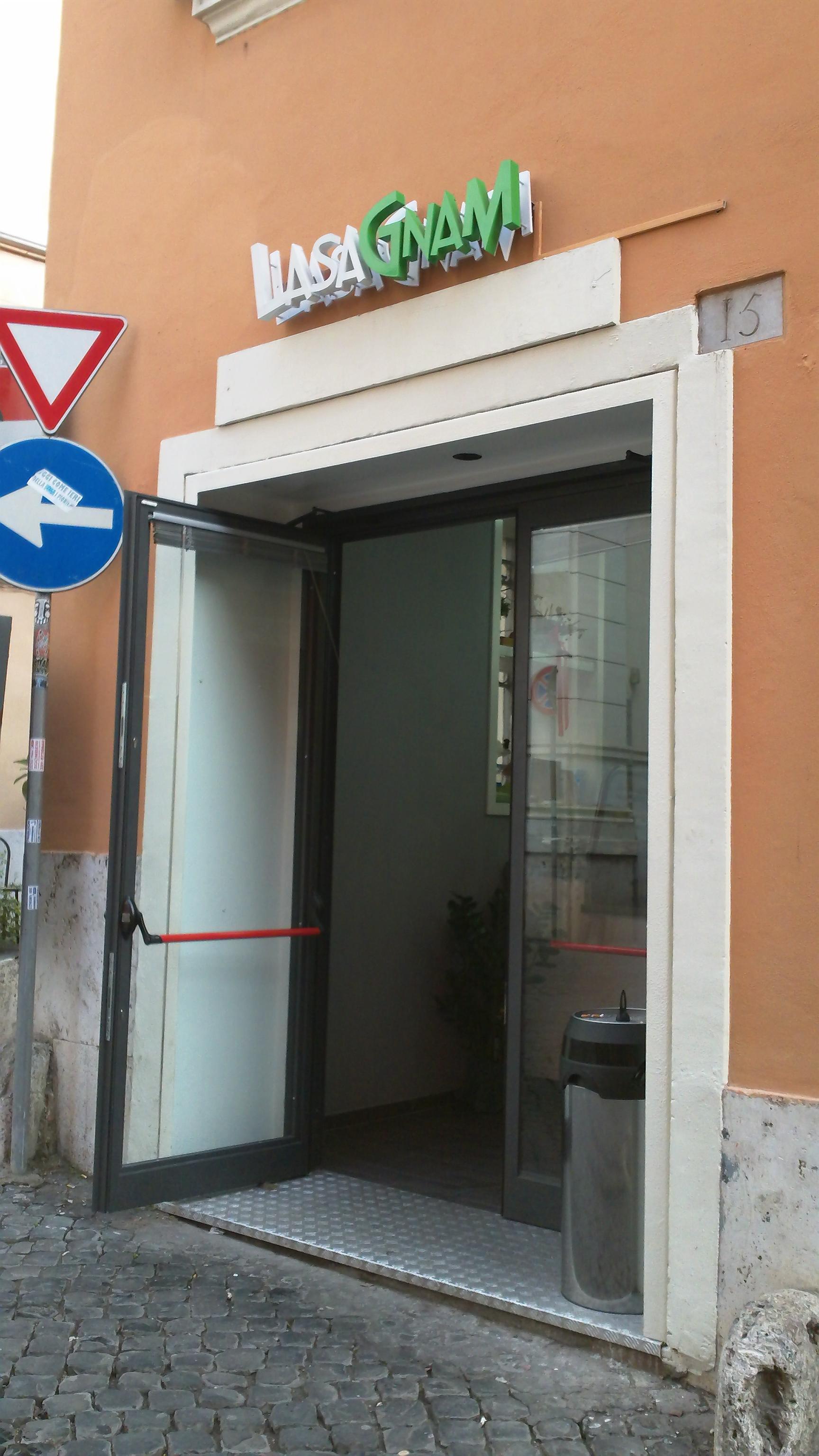 Quick Bites in Rome: Lasagnam - Entrance