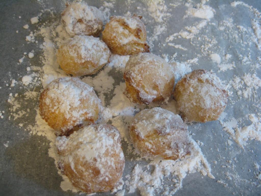 Carnevale: Castagnole al forno with Icing Sugar