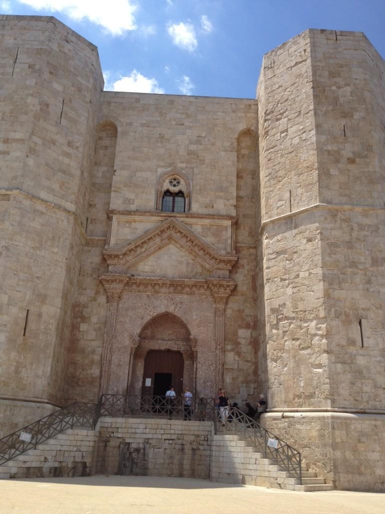 Castel del Monte - Entrance