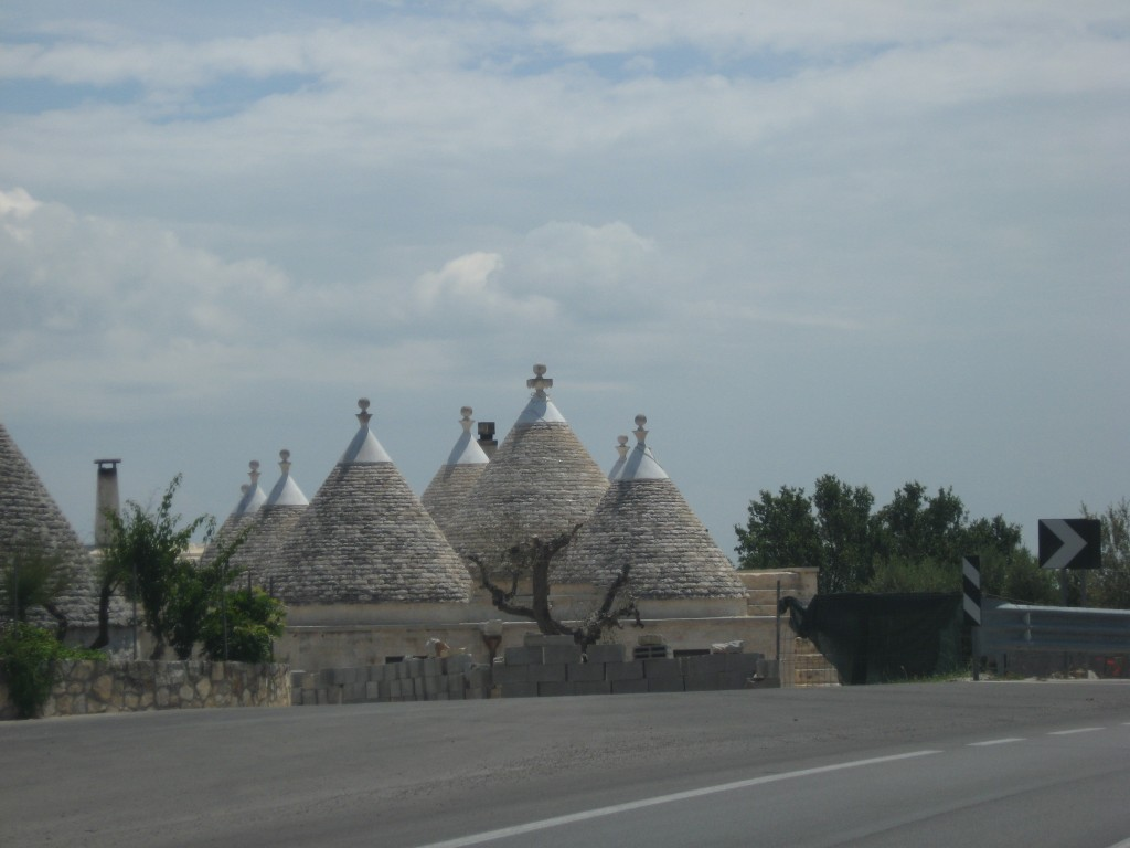 Staying in a trullo in Puglia - On the way to Cisternino