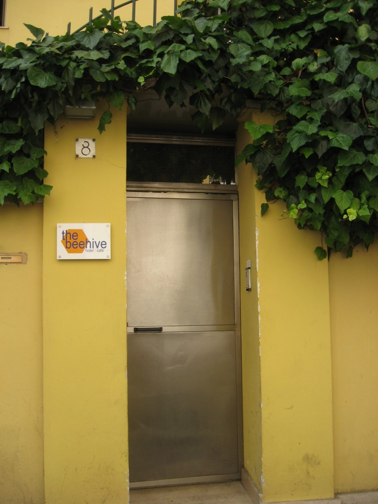 Budget Accommodation in Rome - The BeeHive - Entrance