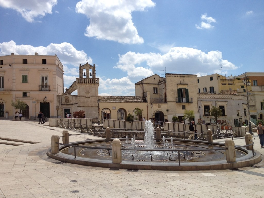 Photo essay part 2 matera italy cave hotel piazza for Piazza vittorio veneto matera