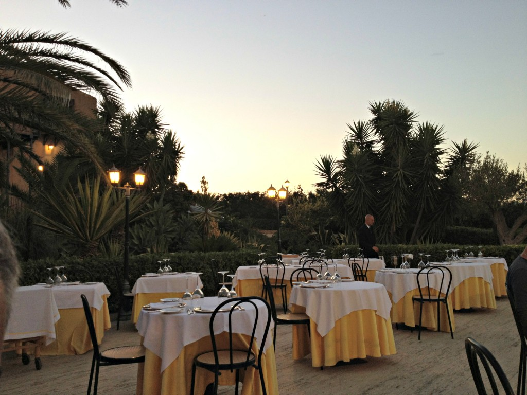 Sicilian Food - Outdoor dining at Baglio della Luna