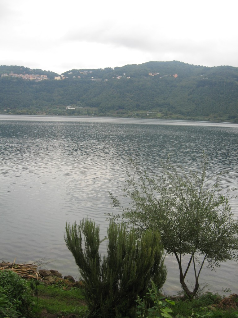 Day trip from Rome: Lake Nemi - Walking closer to the lake