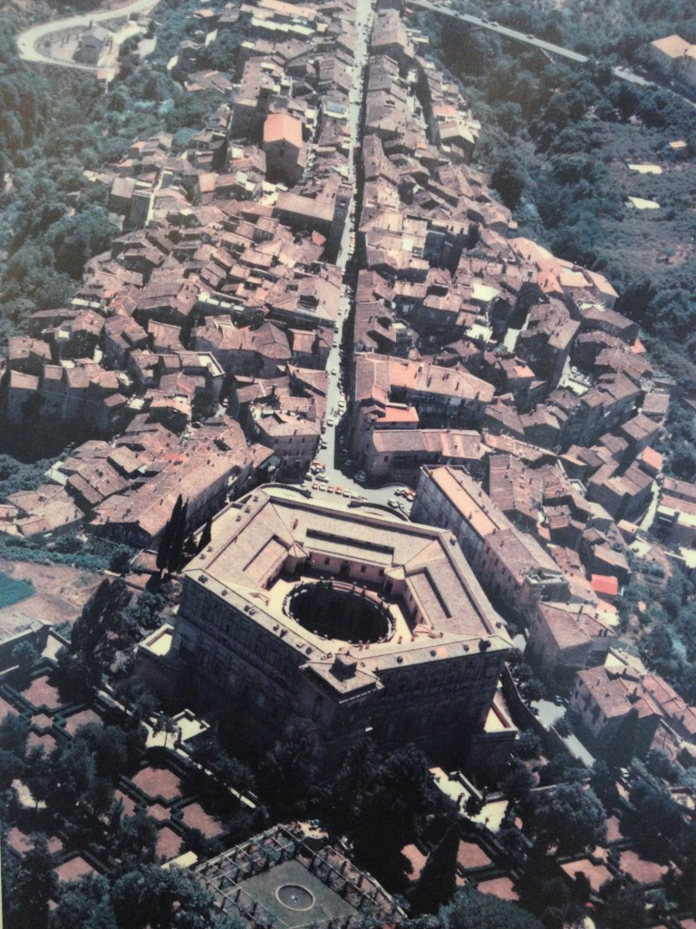 Hidden gems in Lazio - Palazzo Farnese in Caprarola - Aerial view