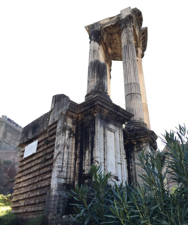 Temple of the Vestals in the Roman Forum | BrowsingRome.com