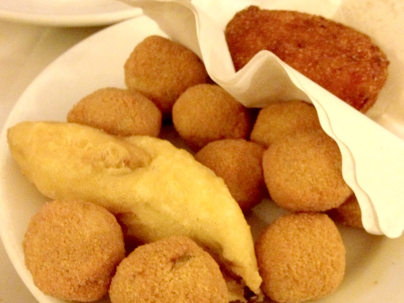 Places to eat in Rome: Da Remo pizzeria offers one of the best pizzas in Rome but don't forget to also try their fried appetizers | BrowsingRome