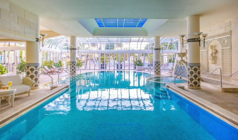 Splendid indoor pool at Rome Cavalieri | Photo credit: Rome Cavalieri | BrowsingRome.com