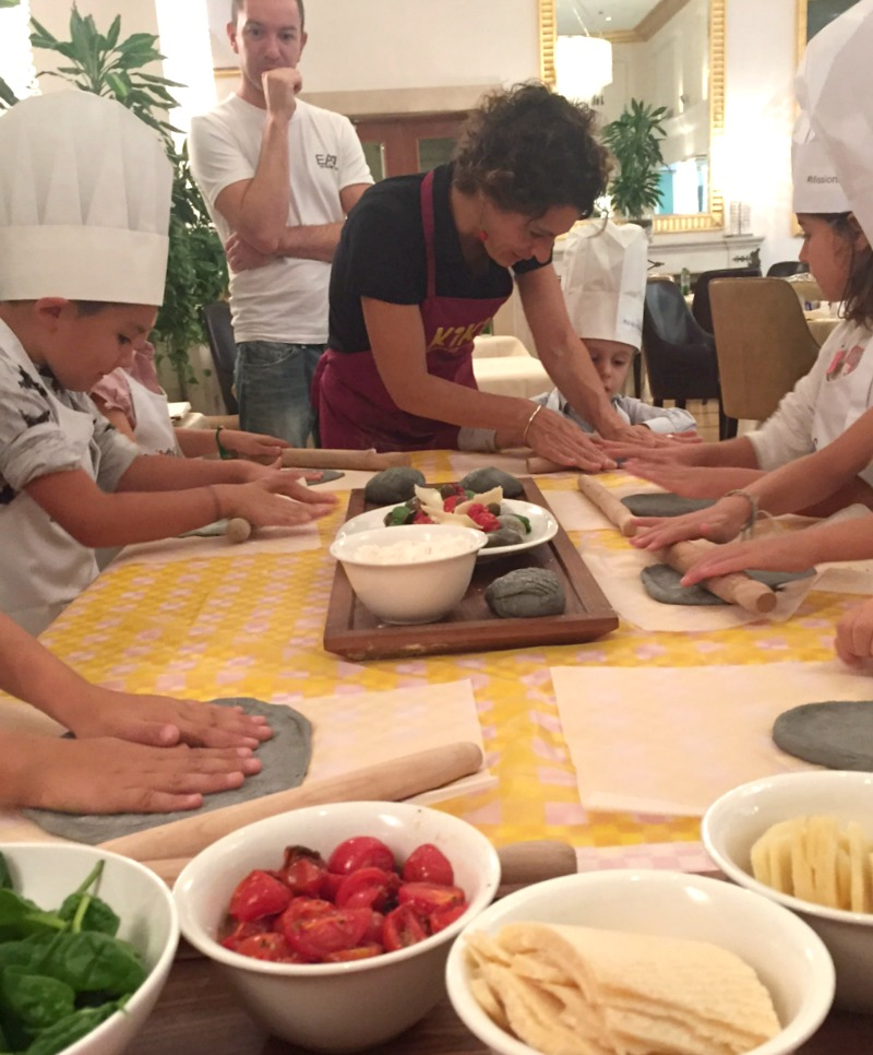 Westin Excelsior Rome: Mission Delicious event | Kids making black and white focaccino