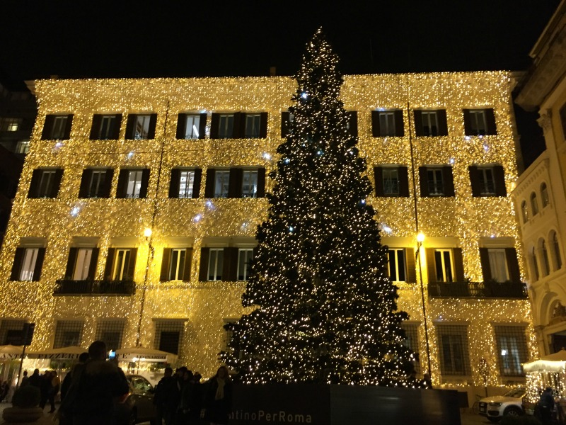Piazza Mignanelli in Rome for the holidays | BrowsingRome.com
