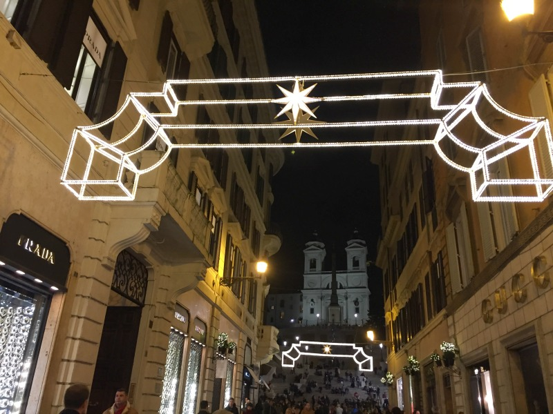 Via dei Condotti in Rome during the holidays | BrowsingRome.com